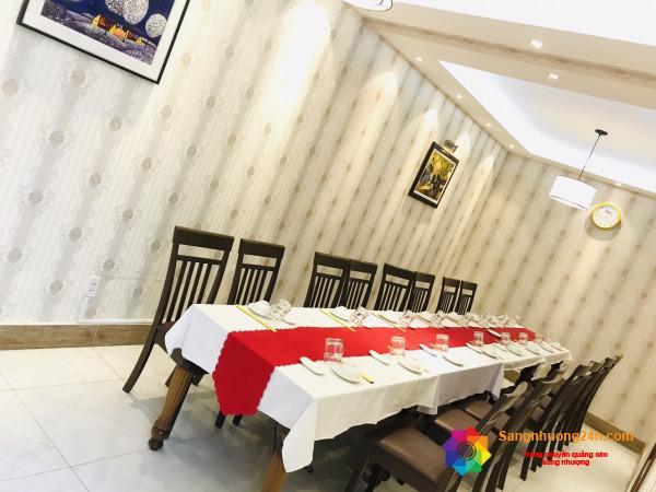 Sang nhà hàng