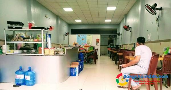 Sang quán hủ tiếu Nam Vang ngay trung tâm, khu dân cư đông đúc.