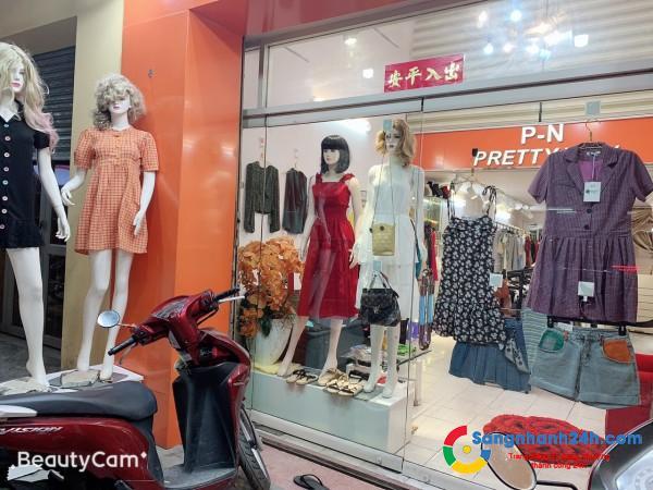 Cần sang nhanh shop thời trang mặt tiền đường lớn Nguyễn Tất Thành, quận 4.