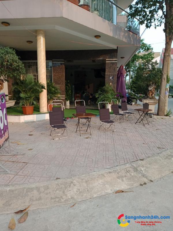 Sang nhanh quán cafe mặt tiền đường lớn, khu dân cư đông đúc, cơ sở vật chất đầy đủ.